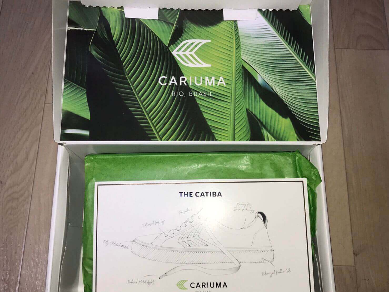 CARIUMAのスニーカーの箱の中身